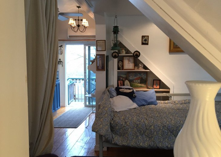 Airy studio apartment with full kitchen #1