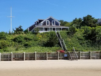 Waterfront Cape Cod Cottage with private beach 5 bedrooms